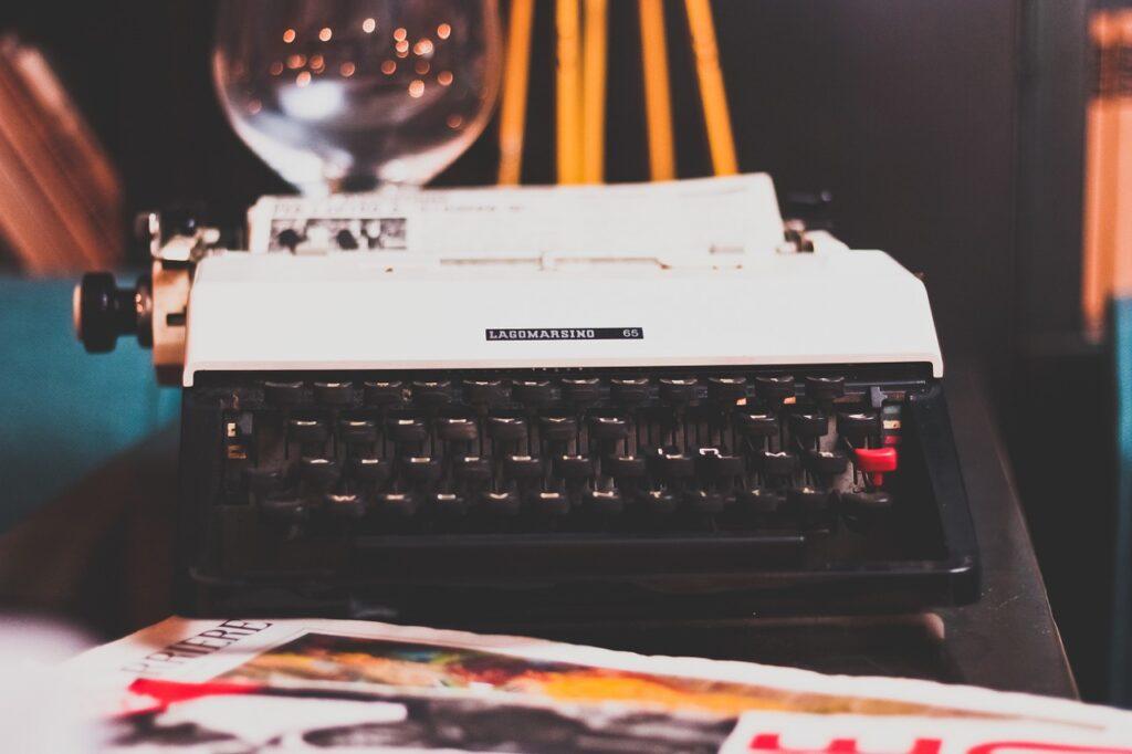 typewriter, typing, retro-1031317.jpg